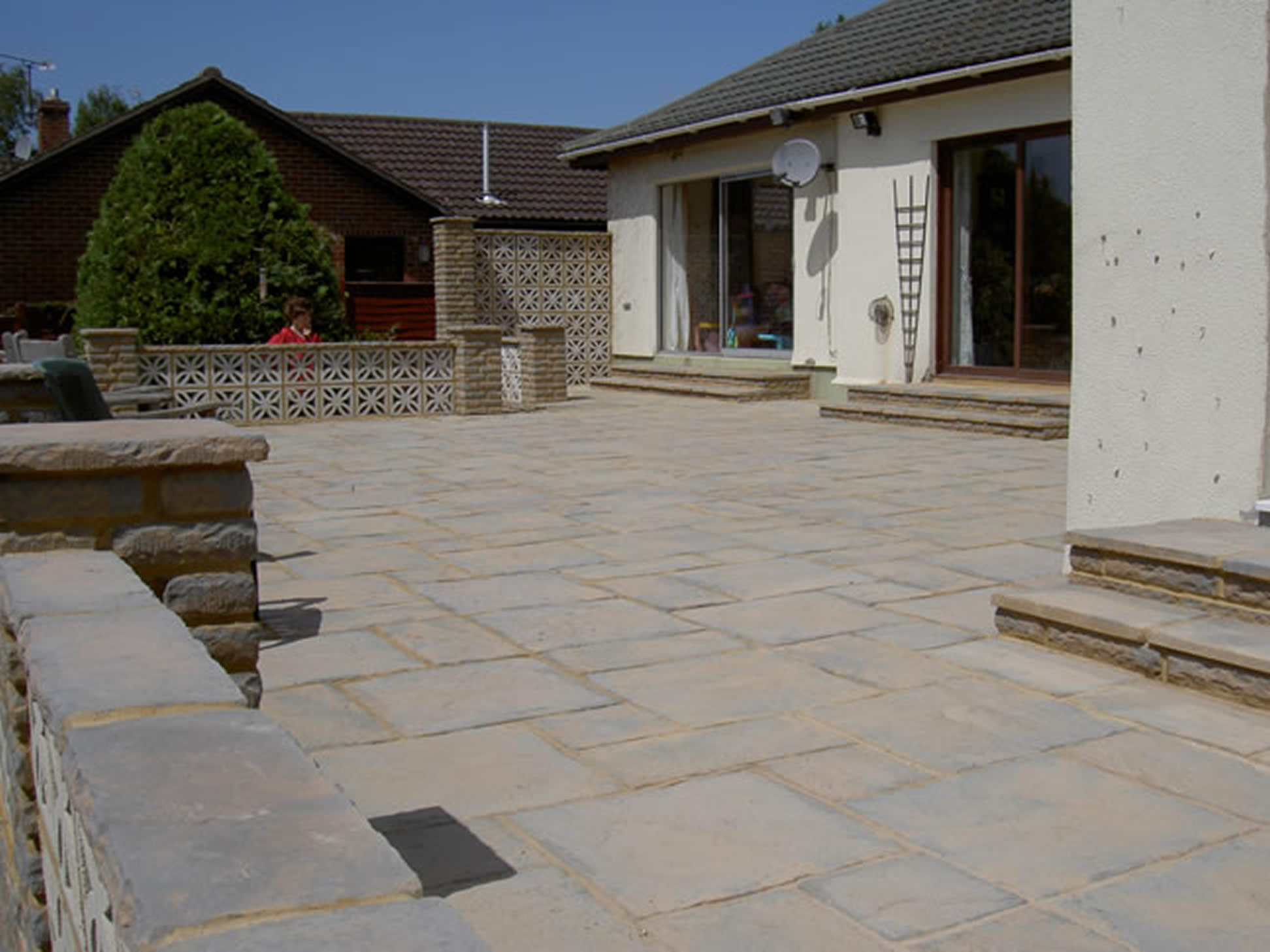 Garden Patio & Paving - P02