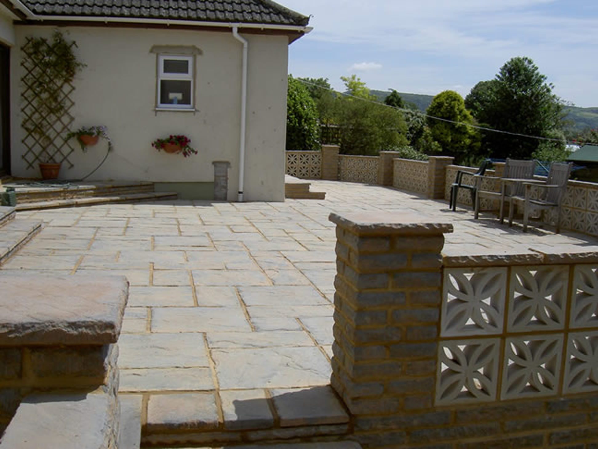 Garden Patio & Paving - P05