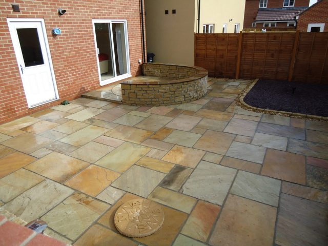 Garden Patio & Paving – 3U01
