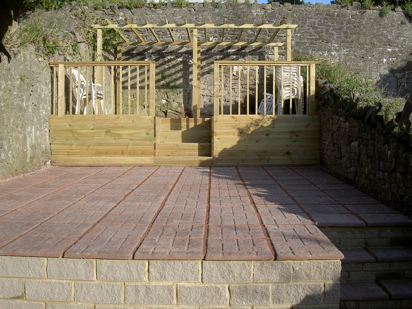 Garden Patio & Paving - 4B01