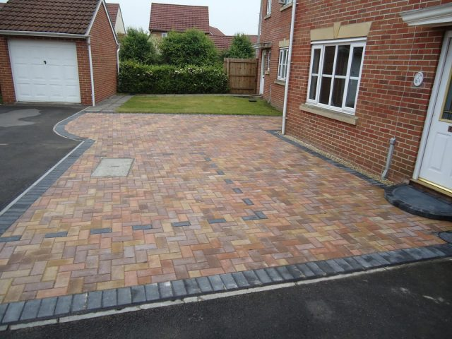 Garden Patio & Paving – 4H01