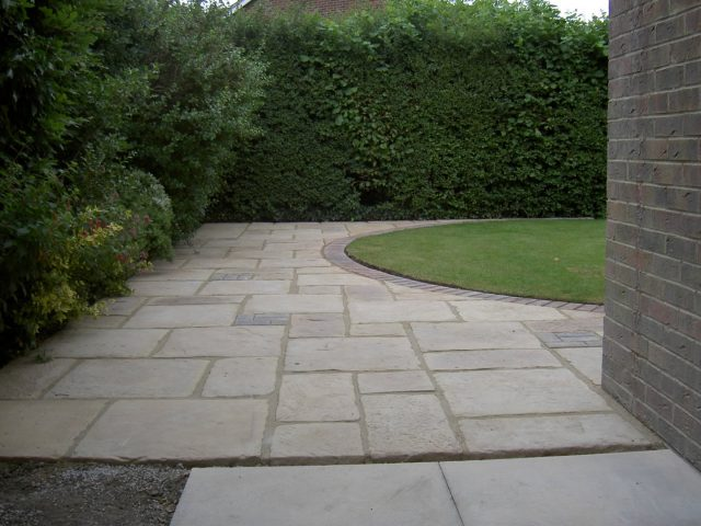 Garden Patio & Paving – 4L01