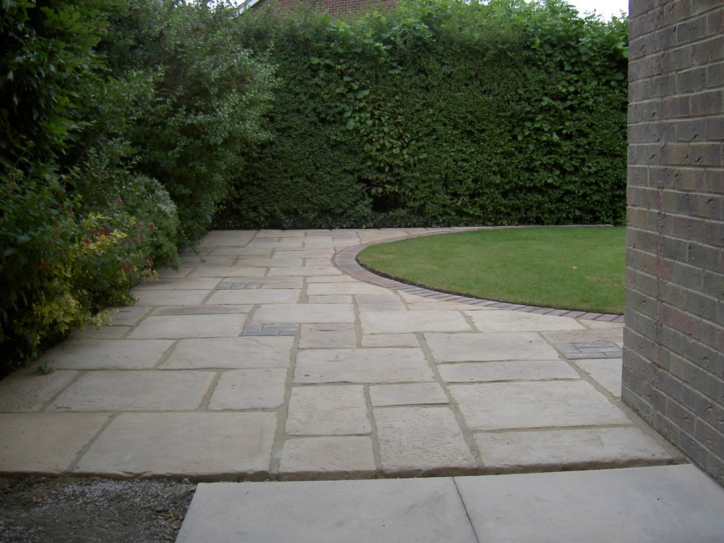 Garden Patio & Paving - 4L01