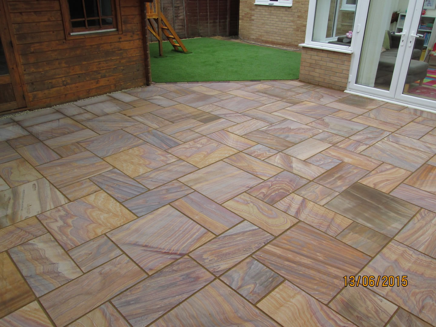 Garden Patio & Paving - 4M01