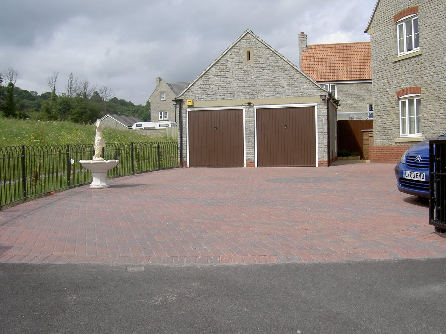 Garden Patio & Paving - 4T01