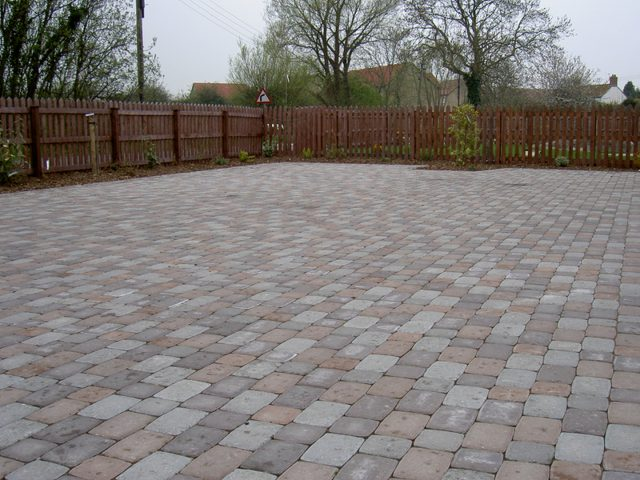Garden Patio & Paving – 4U01