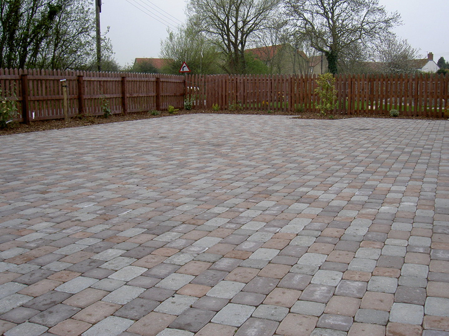 Garden Patio & Paving - 4U01