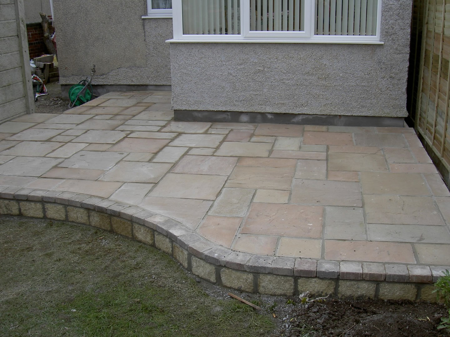 Garden Patio & Paving - 4Y01