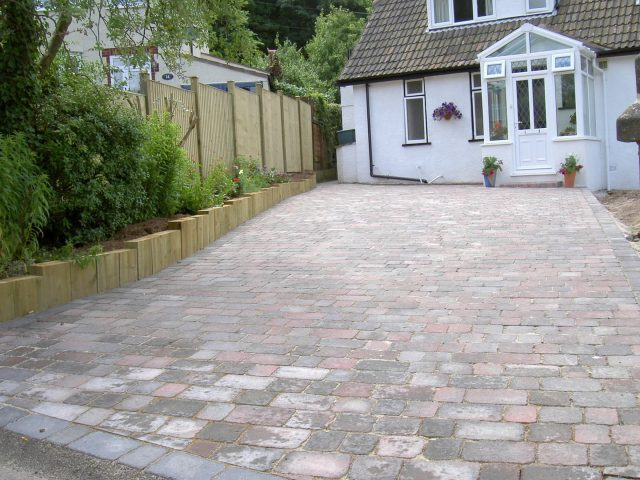 Garden Patio & Paving – 5B01
